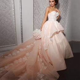 Wholesale peach tulle wedding dresses - Peach Pink Arabic Wedding Dresses Sexy Sweetheart Applique Ruffles Dubai Lace Ball Gown Wedding Bridal Gowns Luxury
