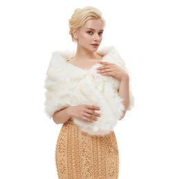 Argentina MAGGIEISAMAZING Venta al por mayor de piel sintética falsa Hollywood Glamour Fashion Cover up Cape barato nupcial Wraps chaquetas en stock CYH0000G011 Suministro