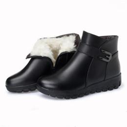 Botas de invierno de cuero de piel negra online-Hot 2018 New Winter Snow Boots Women Black Cow Leather Botines Comfort Soft Warm Fur One Wool Women Shoes Boots Zapatos de moda antideslizantes