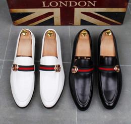 Высокое качество моды для мужчин высокий топ британский стиль Rrivet причинно роскошные туфли мужчины красное золото черное дно обувь платье обувь мужчины dha15 от