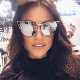 ponte do gato Desconto Liga Única Ponte Cat Eye Sunglasses Para As Mulheres 2018 Marca de Metal Rodada Eyewear Espelho Óculos de Prata Rosa Feminino Oco Tons