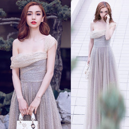 2018 Звезда платье серебряный день рождения ежегодный ужин невесты производительность платье без рукавов группа ногтей бисером плечо стиль от
