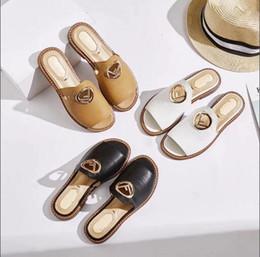 2020 pantofole bianche signore Sandali con tacco piatto stile Donna Large Size 35-40 fashion nero bianco outdoor beach open toe slippers Beautiful Lady Dress Shoes pantofole bianche signore economici