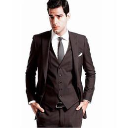 Chaleco marrón oscuro para hombre online-2017 por encargo del Mens esmoquin de la boda del novio Trajes de color marrón oscuro nupcial Blazers cena hombres traje (chaqueta + pantalones + chaleco + corbata)