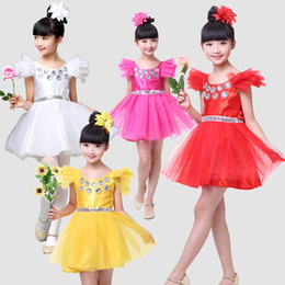 vestidos de rosa vermelha para crianças Desconto Vestido de Dança da menina Fios Saia Crianças Partido Cinto de Diamante Desempenho Ruffles Branco Amarelo Rosa Vermelha Roupa Dos Miúdos