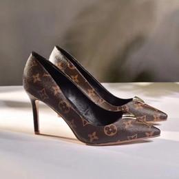 Argentina 2018 V hebilla Heartbreaker mujer tacón alto dedo del pie puntiagudo sexy zapatos de fiesta tamaño 35-41 Suministro