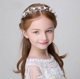 Canada Broche fleur couronne filles à la main coloré perles strass princesse guirlande boutique enfants ruban arcs accessoires de cheveux de mariage Offre