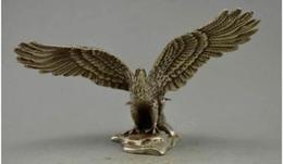 2019 estátua de prata chinesa Natal Decorado Chinês Placa De Cobre Prata Esculpida Eagle Fly Estátua Halloween estátua de prata chinesa barato