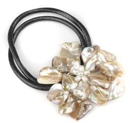 Vente en gros à la main couleur baroque collier de cuir de fleur de coquille de perle d'eau douce véritable A5 perle bijoux bijoux de mode ? partir de fabricateur