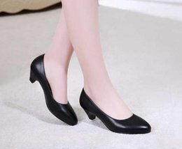 2019 pattini bianchi del tallone di 3cm donne tacchi alti 3 cm di spessore con scarpe con tacco basso e scarpe da banco in bianco e nero pattini bianchi del tallone di 3cm economici