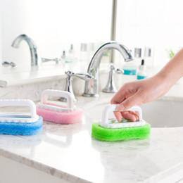 Spazzola per la pulizia della vasca online-Potente decontaminazione con pennello a manico in spugna Non danneggiare la pulizia delle piastrelle della vasca da bagno delle mani Spazzola multiuso per cucina