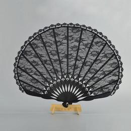 I fan dei prezzi online-Prezzo basso! Fan di mano d'epoca vittoriana spagnola per Favore di festa di nozze Favore nero di danza Fan di tasca pieghevole giapponese