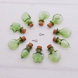 Bouteilles en verre vert bouchon en liège en Ligne-Couleur verte Wish Mini pendentif bouteille en verre avec bouchon en liège Huile essentielle de parfum