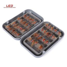 2019 anzuelos de titanio LEO 40 unids / caja Bionic Fish Hook Insecto forma de mosca Fish Tackle anzuelo Fishing Tackle Acero de carbono Durable ganchos de pesca con agujero Carp Fish