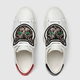 Wholesale magic laces - Designer White Leather Sneakers Luxury Men Women Magic Tie Embroidered Flat Lower Cut Help Trainers Male Party Dress Walking Casual Shoes