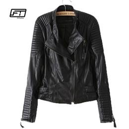 Cappotti corti per la progettazione delle donne online-nuove donne autunno inverno PU giacca in pelle moda cappotto del motociclo femminile rivetto manica lunga design corta collo collare cappotto di base