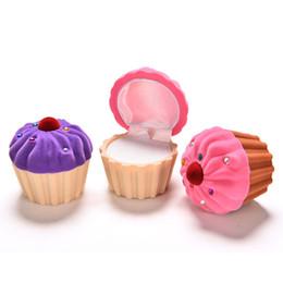 3 unidades delicadas cajas de almacenamiento mujeres niñas anillo pendiente de joyería caja de almacenamiento lindo CupCake Cake Shape caja de embalaje de regalo de Navidad desde fabricantes