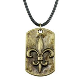 Fleur lis chain онлайн-WYSIWYG 5 шт. кожа цепи ожерелья подвески колье воротник женщины ожерелье ювелирные изделия Fleur De Lis тег 28x17mm N6-A12133