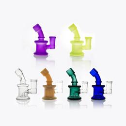 Pipas del burbujeador online-Mini dab rigs Grueso Heady Bubbler Bong de vidrio 3 pulgadas Plataforma petrolera 14 mm Cubilete hembra Tubería de agua luminosa Bongs Vidrio Bongs de agua