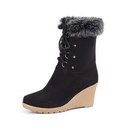 Saltos de pele de coelho on-line-2020 Moda Lace Up Metade do joelho alta botas de salto alto Cunhas Primavera Outono Sapatos de pele de coelho Cabedais Plataforma Lace Up Botas de Inverno