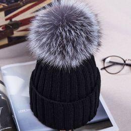 Pelliccia palla verde online-10 cm Fox Fur Ball Pom pon cappello invernale per le donne ragazze berretti di lana lavorato a maglia berretti femminili spessi cappelli casuali delle donne gorros cappelli