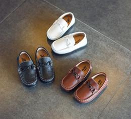 2018 crianças hot genunie sapatos de couro para meninos com sola macia em três cores de ótima qualidade de