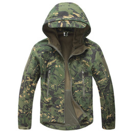 Männer taktische jacke online-Herrenbekleidung Haifischhaut Kapuze Softshell Tactical Military Quality Jacke Herren Wasserdicht Winter Fleece Mantel Army Mountain Camouflage Jacken