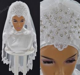 bord de cristal voile de mariage court Promotion Luxe musulman voiles de mariage 2019 avec dentelle Appliqued Edge et cristaux une couche de tulle longueur du coude mariée Hijab Custom Made Arabie saoudite