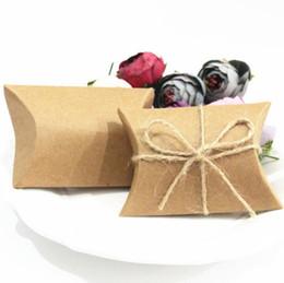 papier de velours en gros Promotion Mode Chaud Mignon Kraft Oreiller En Papier Faveur Coffret Cadeau De Fête De Mariage Faveur Cadeau Boîtes De Bonbons Papier Coffret Cadeau Sacs Fourniture LX4060