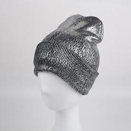 2017 Nuovo Autunno Inverno Ins Oro Argento Viola Metallizzato Unisex  Acrilico lavorato a maglia Beanie Cap Hat Skullies ragazze Berretti donne b65248b6ca56