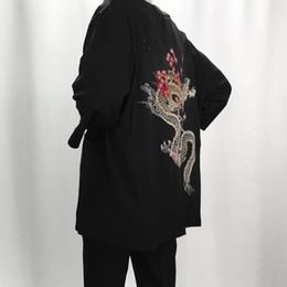 leinenjacken für frauen Rabatt 2018 Herbst Leinen Kimono Jacken Männer ethnischen Baumwolle Leinen Jacken Kirsche Drachen Stickerei Chiffon Sonnenschutz Frauen Kleidung S18101804