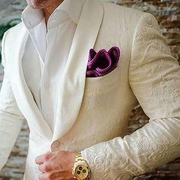 Últimos diseños de bragas de marfil blanco patrón de chal en relieve trajes de boda de solapa Slim Fit 2 piezas de smoking personalizado Blazer Vestidos desde fabricantes