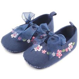 51b4385e7ccb1 En gros-2017 Printemps Été Nouveau Style Bébé Filles En Bas Âge Chaussures  Enfants Enfants En Coton Brodé Chaussures D8H2 chaussures d été pour  enfants en ...
