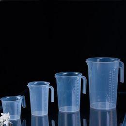 Copo graduado on-line-250 ml / 500 ml / 1000 ml copo de laboratório de plástico graduado copo de medição com alça de cozinha de uso doméstico ferramenta ZA6553