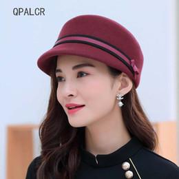 QPALCR Classic Fashion Wool Fedoras Hats For Women Equestrian Knight  Cappello Cap di alta qualità Felt Hat Femmina Top piatto Caps a52a23058c7a