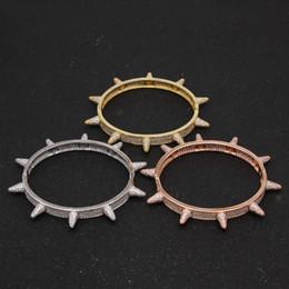Braccialetti del braccialetto del rivetto online-Punk gotico Micro Pave Cubic Zircone Spikes Rivet Braccialetto per uomo Wristband Cuff Bangle Cool Uomo Donna Rock Bracciale gioielli