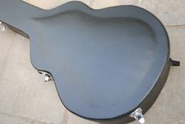 Étui rigide noir pour guitare électrique, non vendu séparément ? partir de fabricateur
