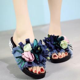 Argentina 2018 sandalias y zapatillas de las mujeres nuevos zapatos de verano denim flip-flops flujo de flores hechas a mano para ser plana con zapatos de playa supplier denim flat sandals Suministro