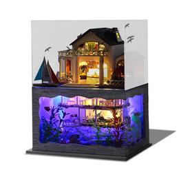 Miniature fatte a mano online-Assemblaggio fai da te casa delle bambole in legno fatti a mano in miniatura hawaiana Villa Mobili Kit camera luci a led modello per bambini regalo di compleanno 65ty YY