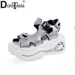 Wholesale Best Platform Shoes - wholesale New Fashion Hook & Loop Solid Best Quality Platform Shoes Woman Casual Popular Summer Sandals Size 35-39