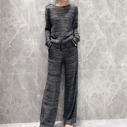 vestiti di pantaloni grigi Sconti Nuove donne invernali Grigio scuro a due pezzi Set Top e pantaloni Cotone di alta qualità Materiale Tuta da donna 2 pezzi Set abiti