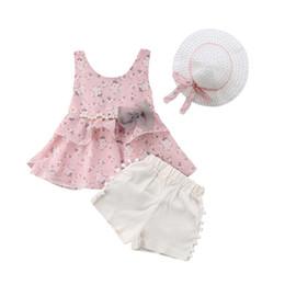 Розовая блузка без рукавов онлайн-Summer Toddler Kids Baby Girls Outfits Clothes Sleeveless Ruffles Floral Tops Blouse+Shorts+Hat 3Pcs Sets Pink Yellow