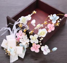 Ornamenti di testa di fiore di colore, fiori di piume fatti a mano, ornamenti, spose eleganti, ornamenti di testa. supplier tiara made flowers da tiara fatto fiori fornitori