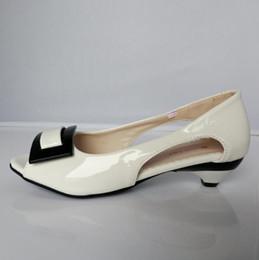 подглядывать Скидка размер 34-42 небольшой клин Peep toe многоцветные летние женские сандалии цветок патент открытый toe конус каблуки случайные квартиры
