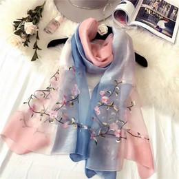 Commercio all'ingrosso di alta qualità Autunno e inverno nuove donne di lana di seta Sciarpa di seta fiori di lana delle signore sciarpa calda ricamo scudo parasole selvatico da i fiori di seta di alta qualità all'ingrosso fornitori