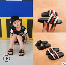 Wholesale boy slippers - Summer kids slippers brand boys girls metal buckle casual sandals fashion new children stripes PU comfortable beach shoes Y4357