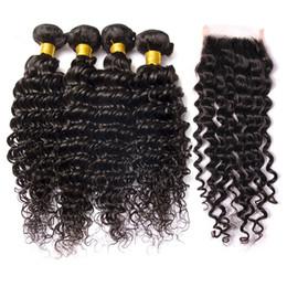 Curly 34 zoll menschliches haar online-Brasilianisches tiefes Wellen-gelocktes Haar 3 Bündel und Schließung 10-26 Zoll-Menschenhaar-Bündel-Nerz-brasilianische Haar-Webart mit Schließung natürliches Schwarz