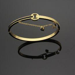 Wholesale Titanium Single Bracelet - Wholesale trade of titanium bracelet single row black diamond Gewen perfume bottle hanging chain bracelet 18 K Gold Bracelet