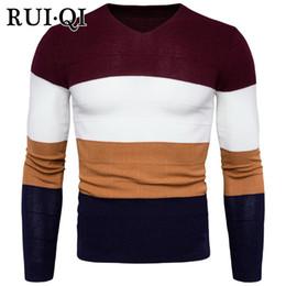 свитер k Скидка RUI QI Модный мужской свитер 2018 с V-образным вырезом Тонкий свитер Пуловеры Четыре цвета Лоскутное вязание Молодой мужчина K-17-Y961