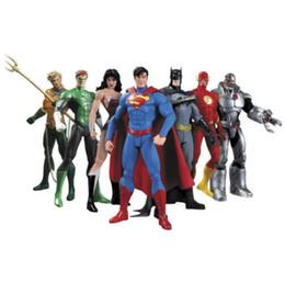 Pvc de boneca superman on-line-Novo Anime Figura 17 cm Superheroes Batman Lanterna Verde Flash Superman Mulher Maravilha PVC Figuras de Ação Crianças Brinquedos Bonecas Modelo
